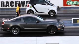 Drag Race : Smart vs Ford Mustang