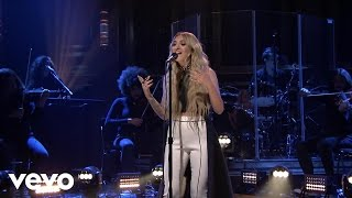 Julia Michaels - Issues (Live From The Tonight Show Starring Jimmy Fallon)