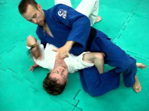 Submissions from side control/kesa gatame Image 1