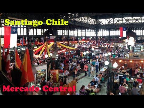 Visitando o mercado central de Santiago numa tarde de domingo.