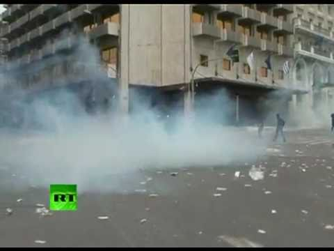 Dramatic ground shots of Athens riots, mass scuffles in Greece
