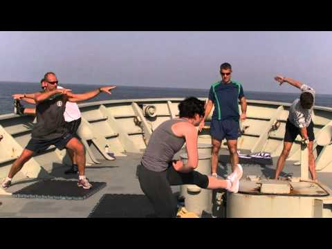 Militar - Bailando Barbra Streisand en barco militar