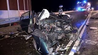 [4 TOTE NACH TRAGISCHEM UNFALL] - PKW kollidierten frontal auf der B288 - Feuerwehr Duisburg -