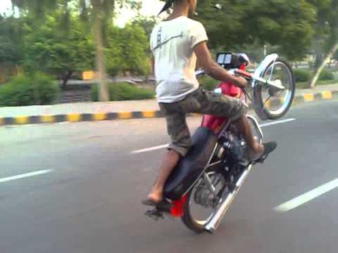 Asad ka cuzan uski bike pe