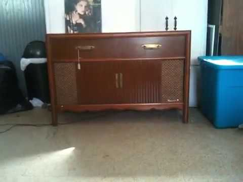 maganavox 60s tube phono console playing some madonna