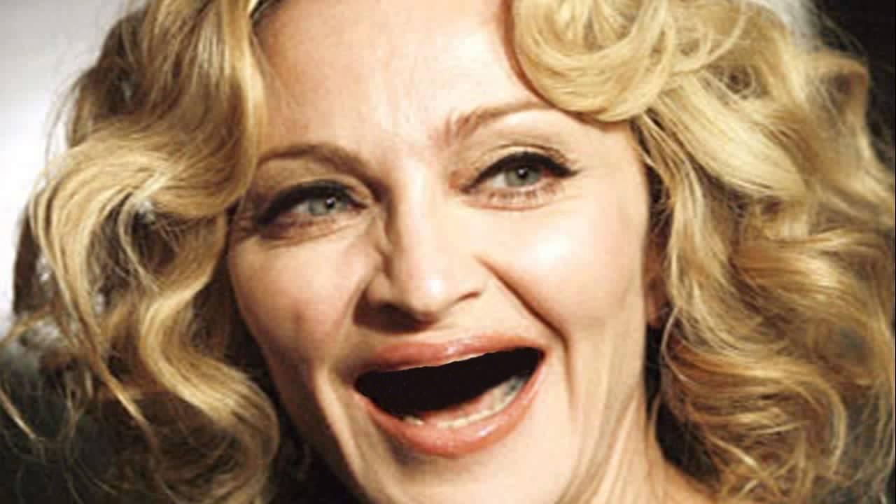 С щелочкой между зубов фото рыжая девушка 4 фотография