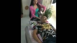 VIDEO LUCU WANITA TUKANG PIJIT MELAYANI PELANGGANYA