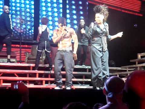 Janet Jackson with Nelly on the Rockwitchu Tour!