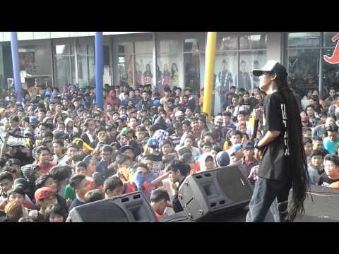 Download Lagu GRATISS REGGAE - Cabe cabean (Live) At Ramayana Ciledug MP3 Free