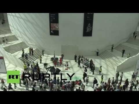 UK: Anti-BP activists storm British Museum in pro-Aboriginal protest