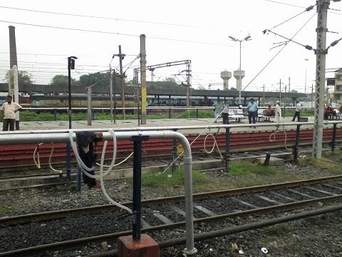 19110 Valsad - Ahmedabad Gujarat Queen Entering Ahmedabad Junction With Brc Wap-4e video