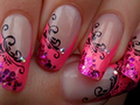 French manucure rose échancrée avec arabesques / Pink french manicure with arabesque designs