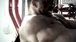Cedric McMillan and Krisztian Bereczki blasting chest in Flex Gym!