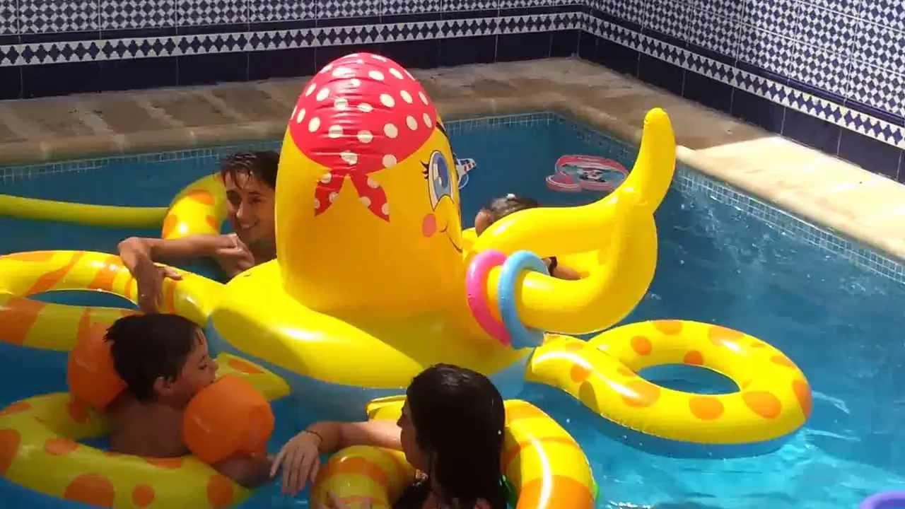Pulpo hinchable para piscina de youtube for Pulpo para piscina