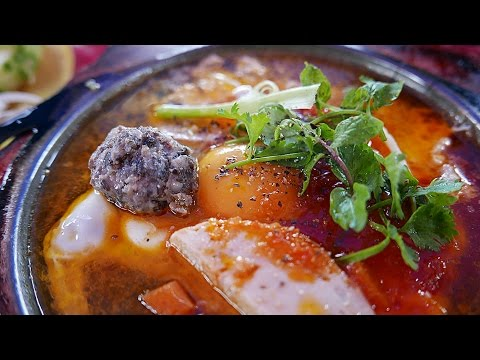 Hoi An Street Food - FRIED EGGS AND HAM Vietnamese Breakfast