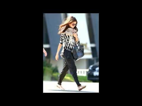 Selena Gomez Street style Photos thumbnail