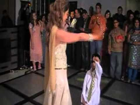 Ek Uncha Lamba Kad (choreographed By Deepshikha Arora For Kanika Oberoi's Wedding) video