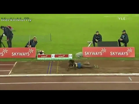 Khaddi Sagnia Triple Jump & Booty Shake video