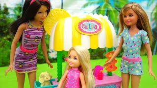 Barbie Toys - Chelsea Puts a Lemonade Stand and Tommy Is Her Competition