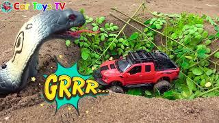 Người nhện đánh bại rắn và cứu xe khỏi Deep Pit Đồ chơi cho trẻ em Đồ chơi xe hơi - ô tô đồ chơi