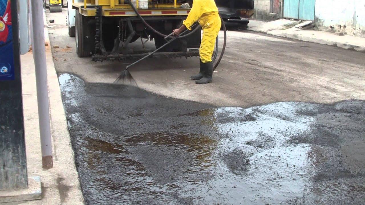 Como se hace una carretera riego de liga y poreo youtube for Aspersores para riego de jardin