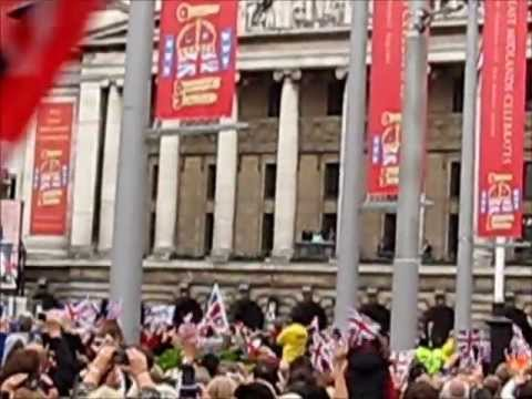 Queen, William & Kate in Nottingham 2012 Diamond Jubilee