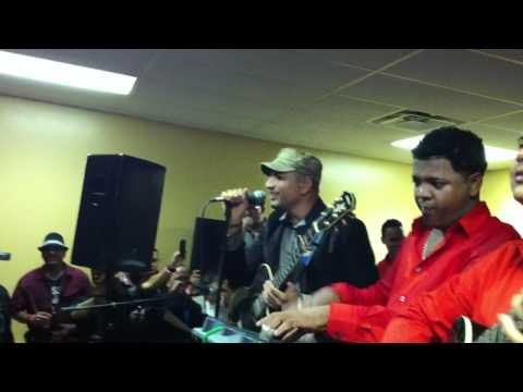 El Varon de la bacchata en Perth Amboy, NJ 11-12-11