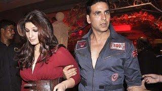 A fan ignored Akshay Kumar for Twinkle Khanna's autograph   Bollywood News