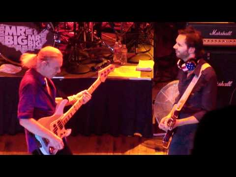 mr-big-blues-jam-paul-gilbert-and-billy-sheehan-guitar-solo-houston-house-of-blues.html