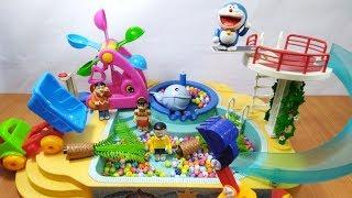 Đồ chơi Doremon Nobita chạy xe xúc cát, xe cẩu làm sạch hồ bơi
