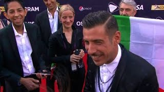 Gabbani con tricolore sul red carpet dell