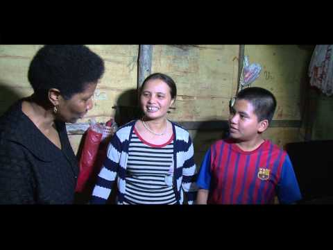 UN Women Executive Director Visits Long Bien Market