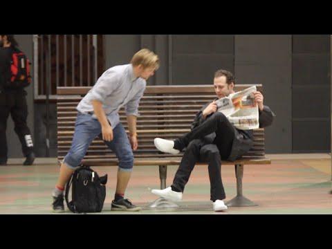 Download Lagu Three legged Man PRANK!👟👟👟-Julien Magic MP3 Free