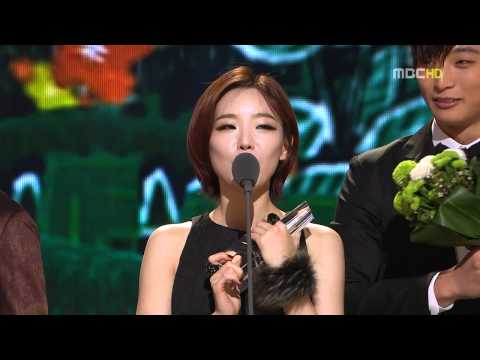 101229 Adam Couple Receiving Best Couple Award  Mbc Entertainment Award 2010 video