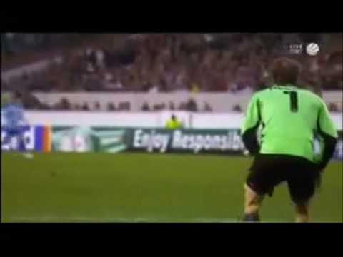 Golman Jens Lehmann urinira za vreme utakmice