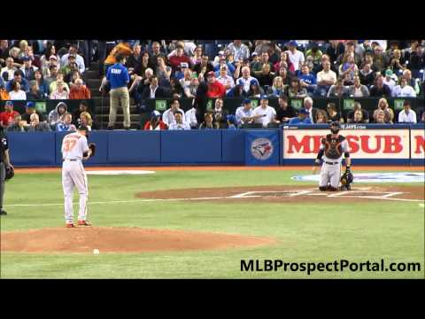 Kevin Gausman - Major League debut - warming up on the mound @ Rogers Centre