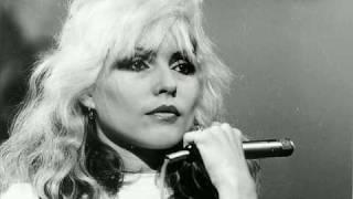 Watch Blondie Love At The Pier video