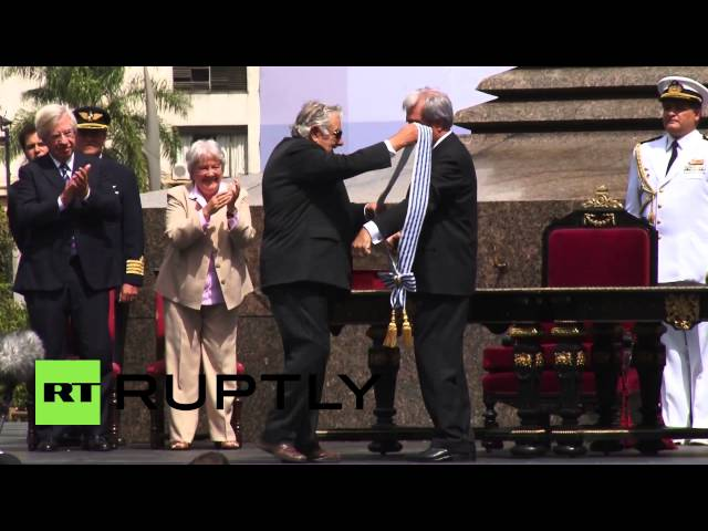 Uruguay: Jose Mujica hands power to Tabare Vazquez