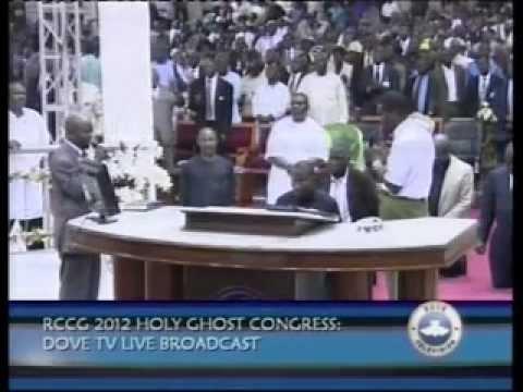 Adeboye Prays For Goodluck Jonathan 2012