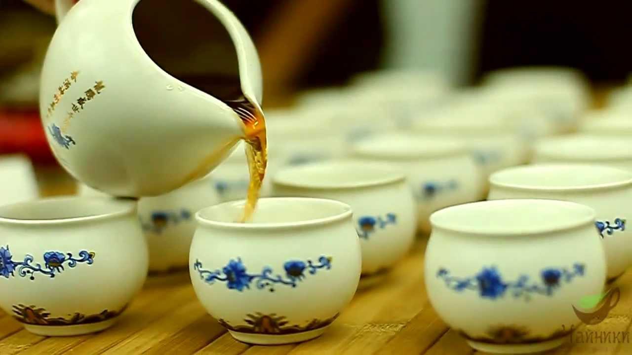 3-5 грамів чаю заливають окропом чи гарячою - близько 95 градусів - водою