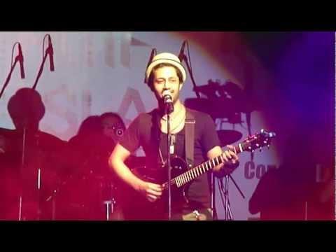 Gulabi Aankhen Atif Aslam Live Concert İn Pune Dated 14 Jul 2012