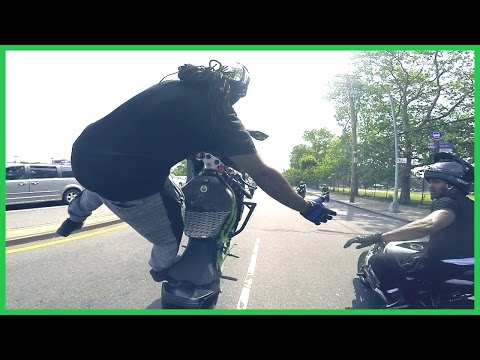 MOTORCYCLE STUNTS INSANE Rider Terrorizes the STREETS of NEW YORK CITY 2016