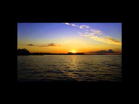 Remando enn Kayak por Villa Parannnacito