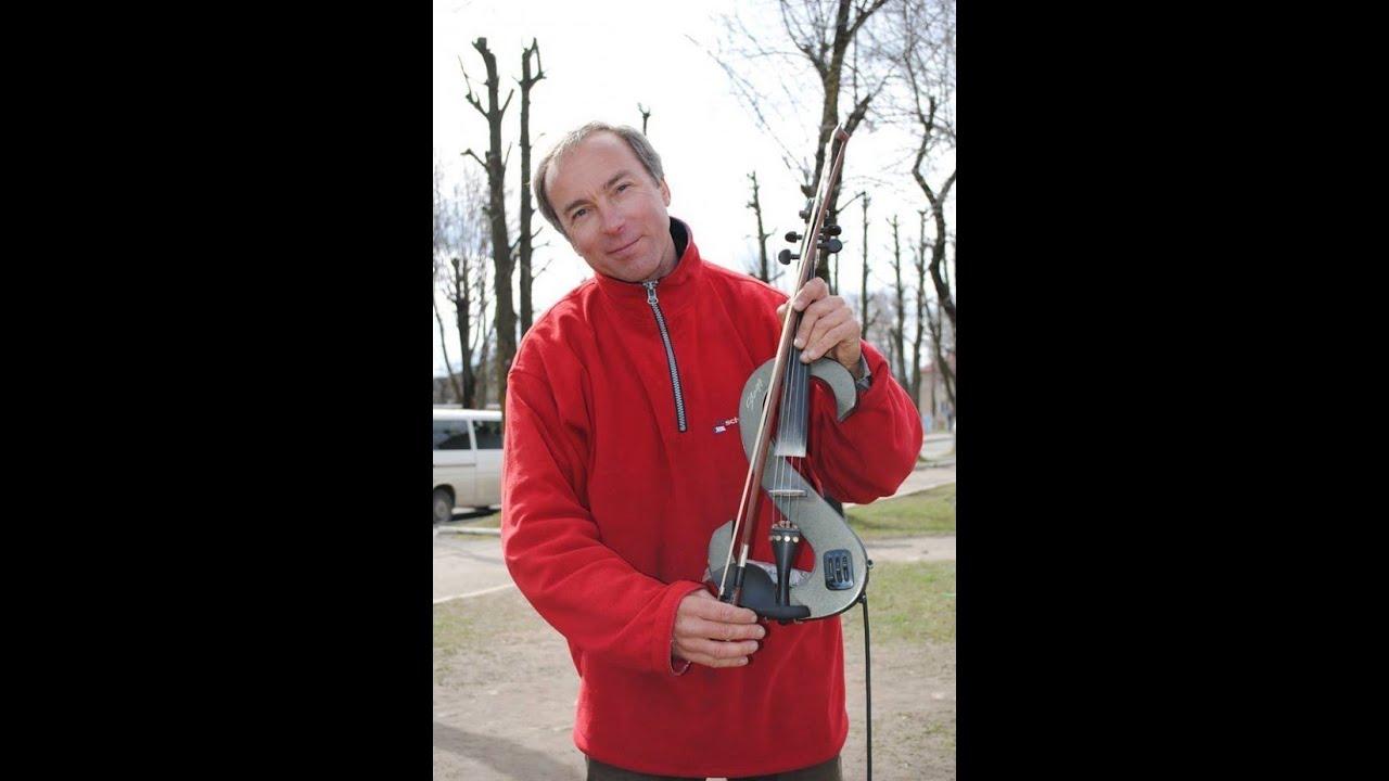 Скрипаль Андрій Петров із Дніпропетровська зачарував перехожих у Долині