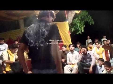 Lal Lal Kurti Man Gora Sa Badan   Pheeko Ka Dance Mehndi Ali Imran video