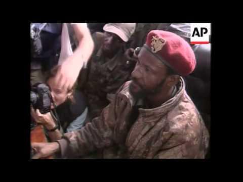 US ambs'dor and Nigerian troops chief meet rebel leaders across bridge