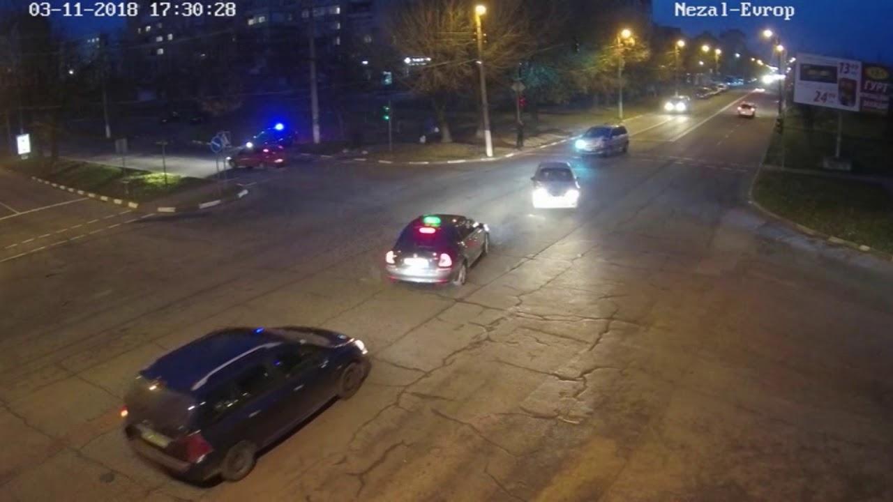Камери зафіксували автівку, яка могла вчинити смертельне ДТП на вулиці Євшана
