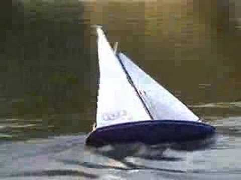 Graceful RC Yacht