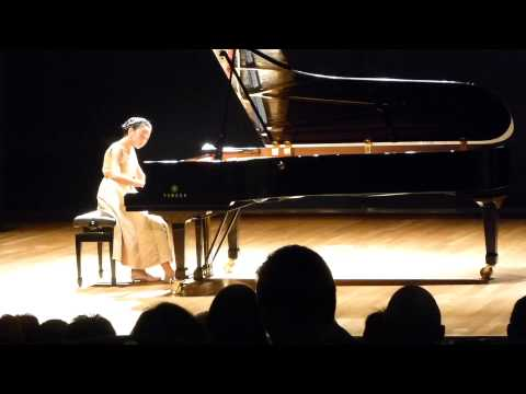 Victoria Young plays Chopin Etude Op 10 No 8