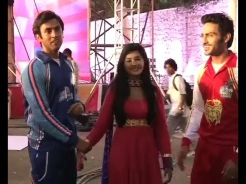 Stars of Zee TV's shows play cricket for Avni, Raj and Samarth  - Bollywood Country Videos